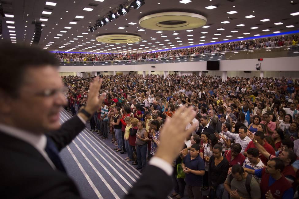 ¿Quiénes son? ¿Por qué crecen? ¿En qué creen?  Pentecostalismo y política en América Latina