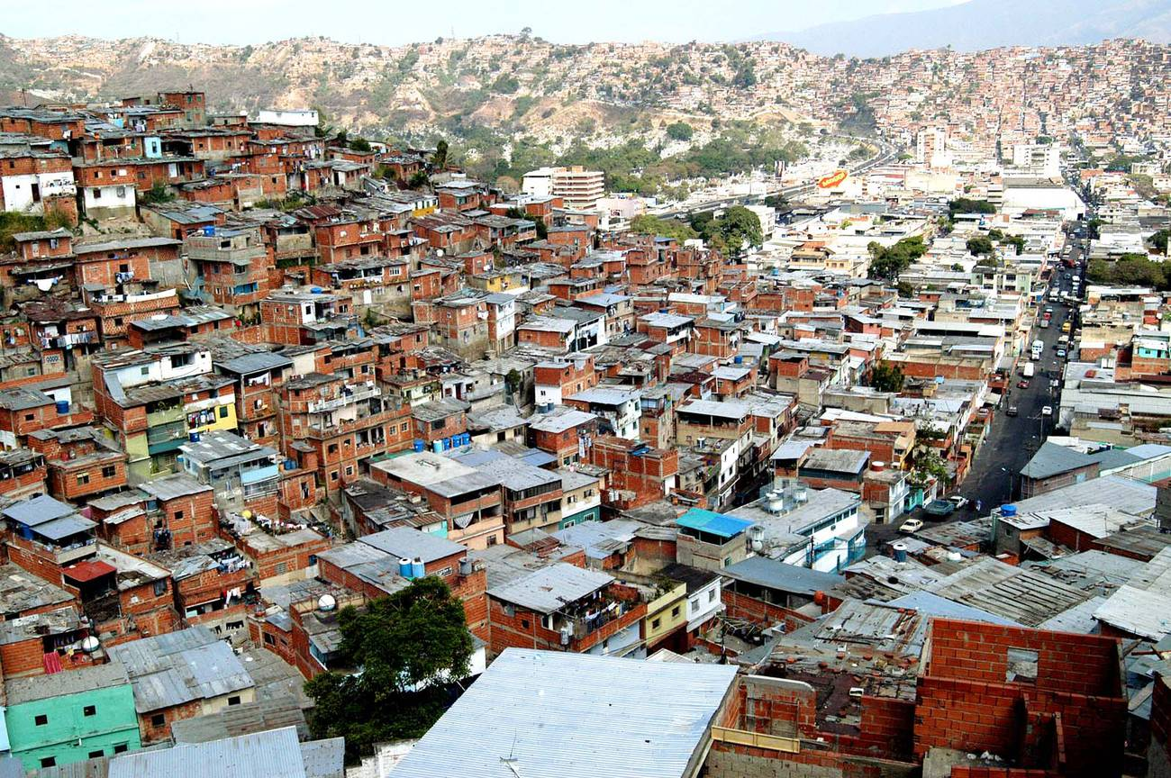 Venezuela: ¿por qué no «bajan» de los cerros?  Entrevista a Alejandro Velasco