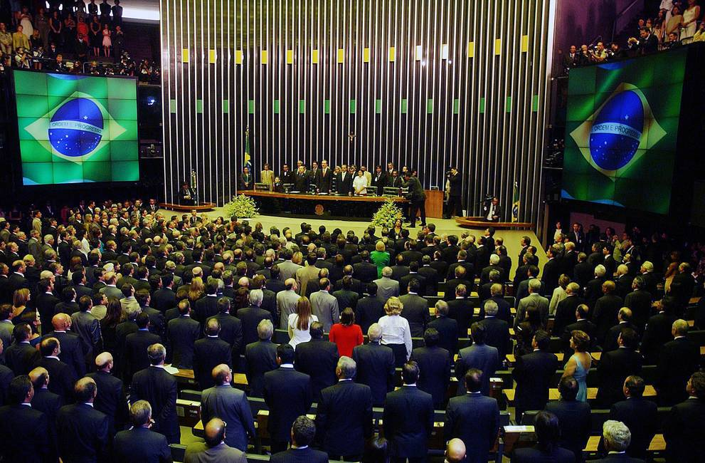 Ley, política y dinero  Cinco preguntas para analizar el impacto de la reforma del financiamiento político en Brasil