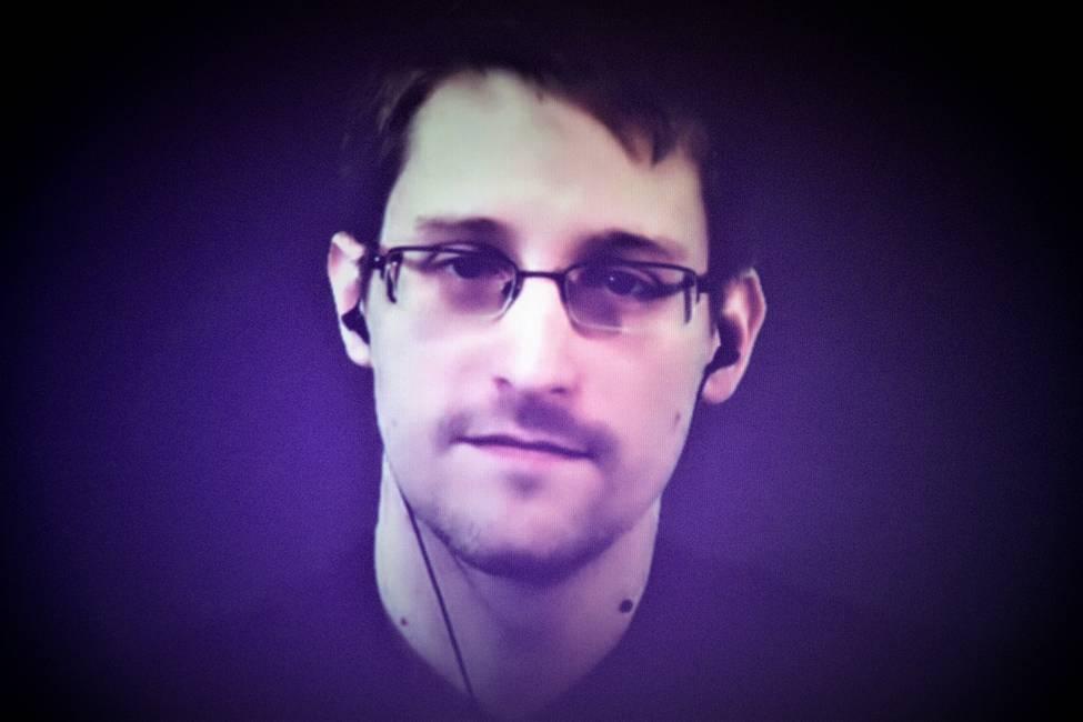 El hombre de la vigilancia permanente  Sobre la autobiografía de Edward Snowden