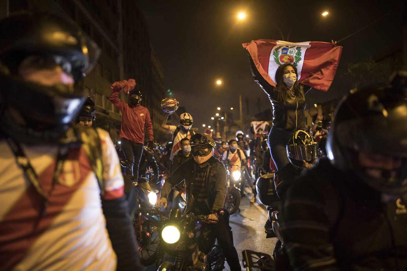 Perú: la calle contra los palacios