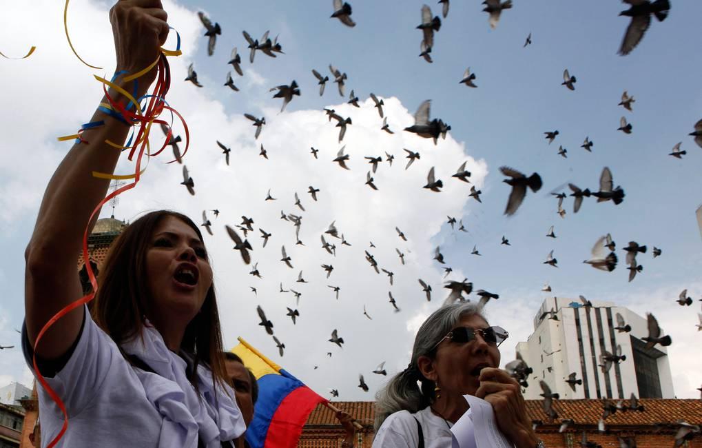 Cerca de un acuerdo… ¿cerca de la paz?  El laberinto de las negociaciones en Colombia