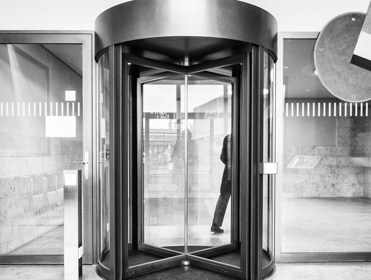 Lobbies y puertas giratorias  Los riesgos de la captura de la decisión pública