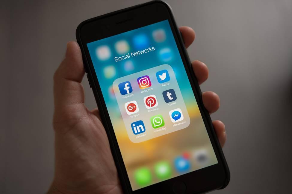 ¿La democracia de Google, Facebook y YouTube?  Apuntes sobre el sesgo ideológico de los motores de búsqueda