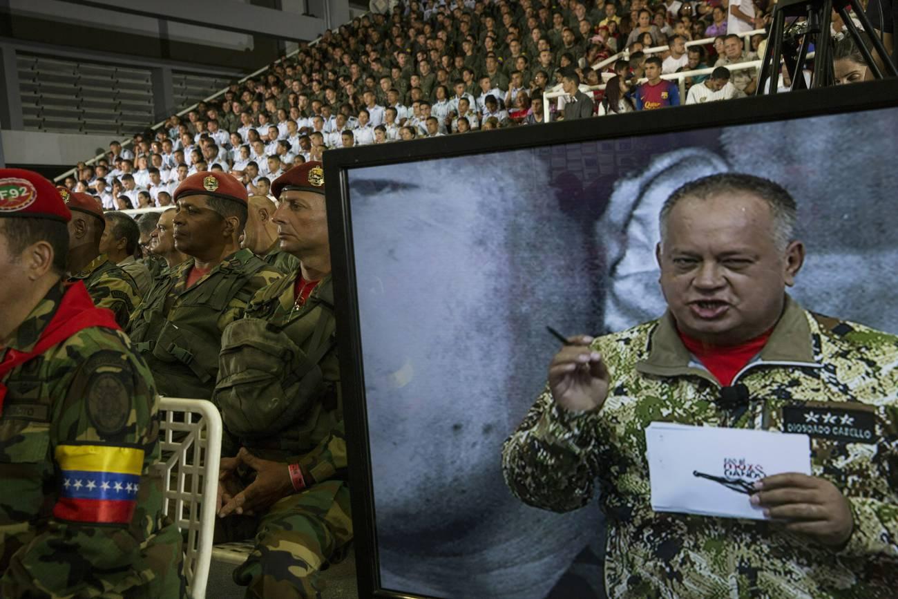 Con el mazo dando  ¿Quién es Diosdado Cabello?