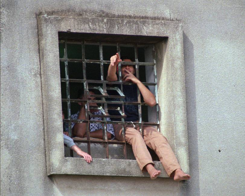 Pánico, violencia y crisis en las cárceles de América Latina  Entrevista a Gustavo Fondevila