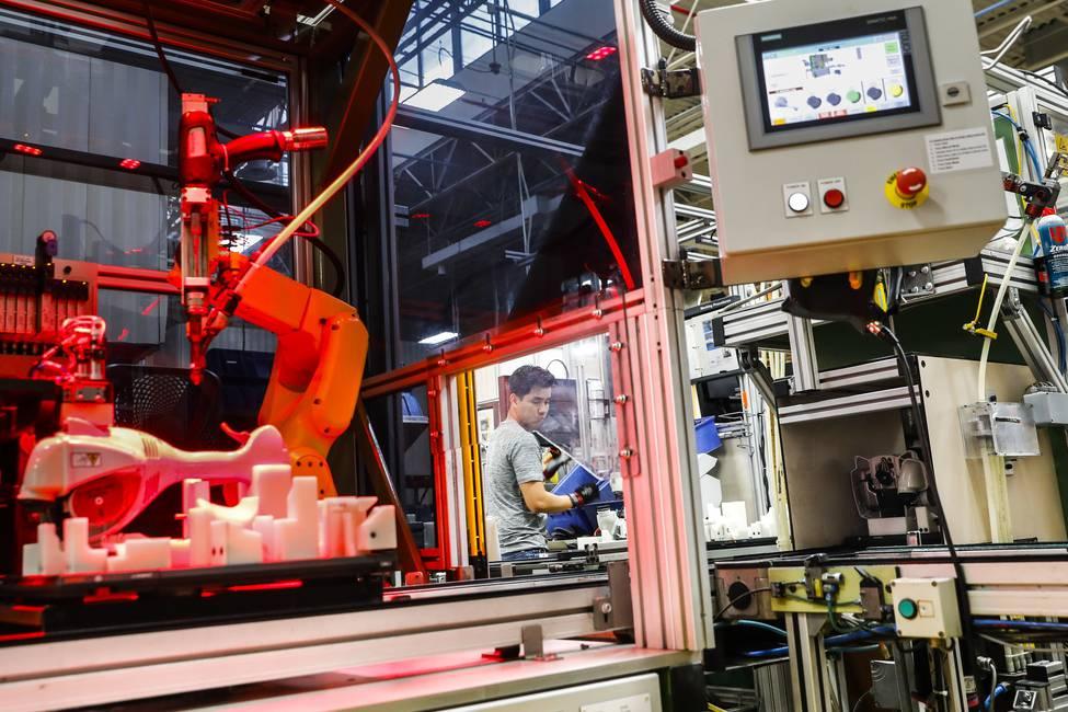 Ingreso básico y precariedad laboral en la economía de los robots