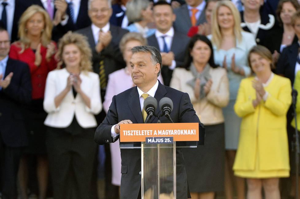 ¿Por qué las mujeres votan a populistas de derecha?  Notas sobre Hungría y Polonia