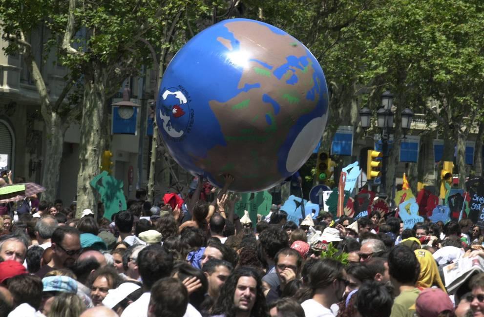 Confrontar la amenaza global a la democracia